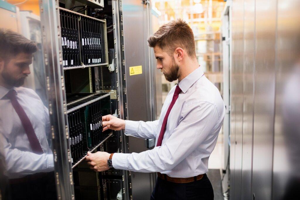 tipuri de servere intalnite intr-o retea